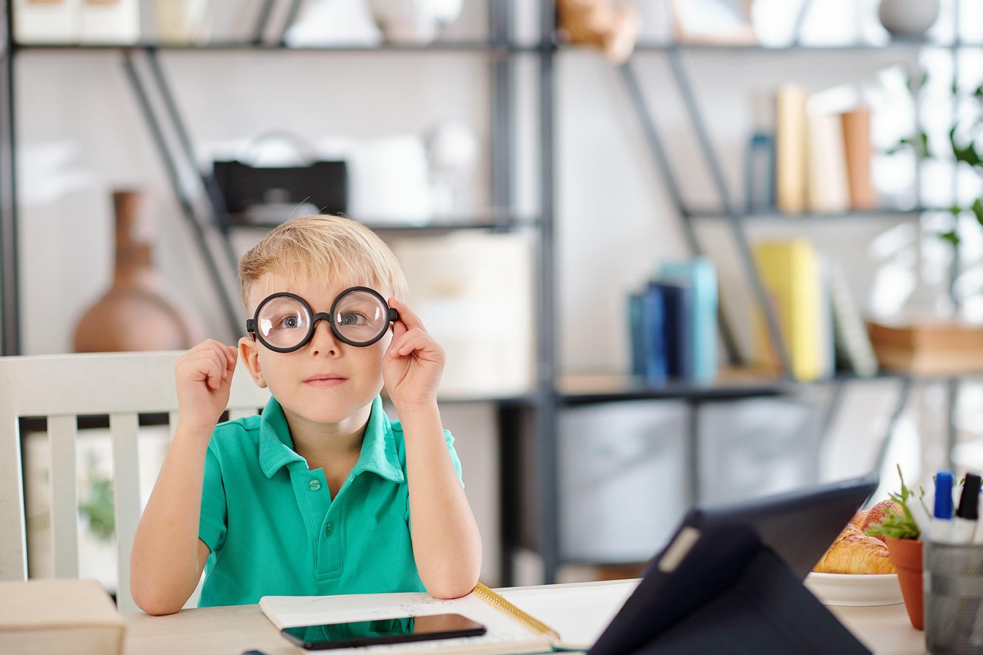 เรียนออนไลน์ สายตาจึงสำคัญ: รู้จักวิธีถนอมสายตาช่วงเรียนออนไลน์